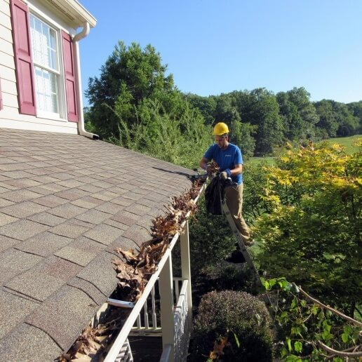 bagging-the-debris-at-the-roofline-for-gutter cleaning