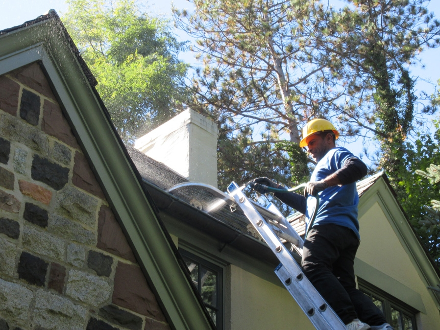 gutter-cleaning-copper-gutters